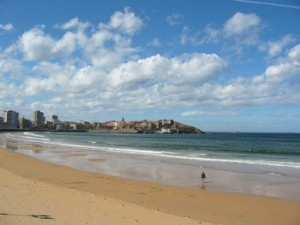 playa de gijon en asturias